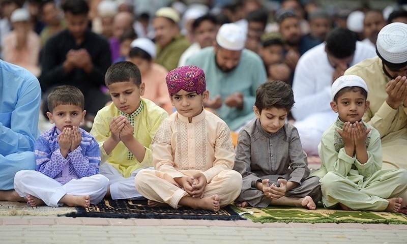 'اچانک عید' پر عوام پریشان، اسدعمر کو مفتی منیب یاد آگئے!