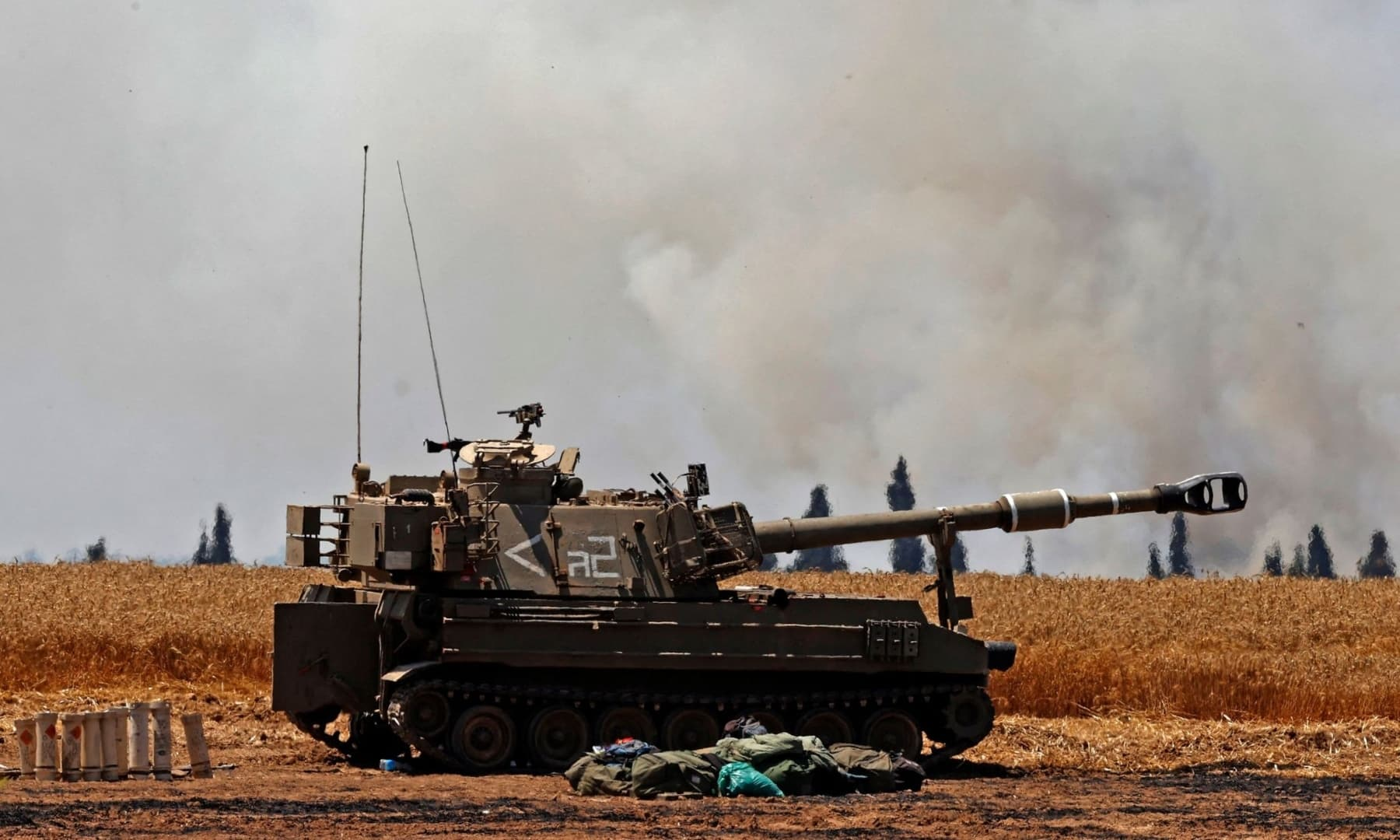 Israeli soldiers fire artillery shells towards the Gaza Strip from their position near the southern Israeli city of Sderot, May 14, 2021. — AFP