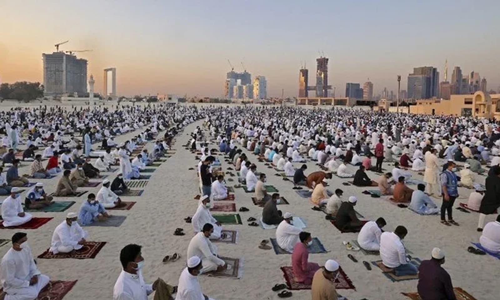 مساجد، عید گاہوں اور کھلے میدانوں میں نماز عید کے چھوٹے بڑے اجتماعات منعقد ہوئے—فوٹو: اے ایف پی
