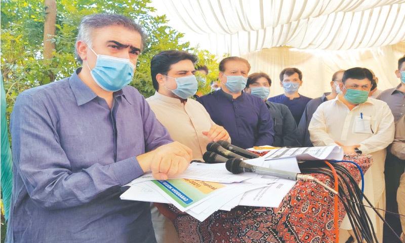 IRRIGATION Minister Sohail Siyal and Information Minister Syed Nasir Shah speak to the media at Sukkur Barrage on Saturday.—PPI