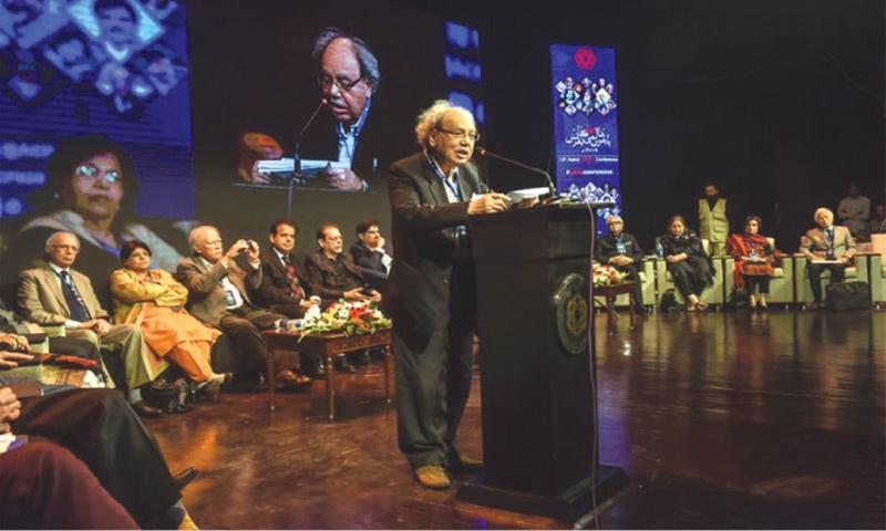 Professor Mohammad Shamim Hanafi speaking at the 12th International Urdu Conference at the Arts Council in Karachi in December 2019   Fahim Siddiqi/White Star