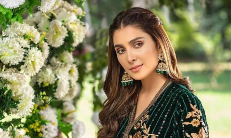 عائزہ خان پھر سے انسٹاگرام پر سب سے زیادہ فالو کی جانے والی پاکستانی اداکارہ بن گئیں