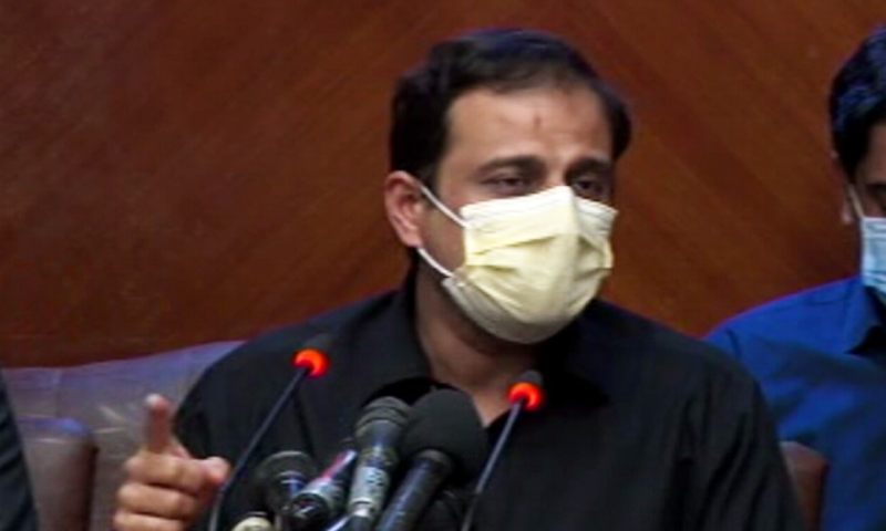 Adviser to the Sindh Chief Minister Murtaza Wahab addresses a press conference in Karachi on Monday. — DawnNewsTV
