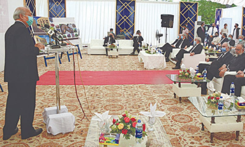 CHIEF Justice Gulzar Ahmed of the Supreme Court speaks at the groundbreaking ceremony of SC's new registry building at Pakistan Secretariat in Karachi on Monday.—APP