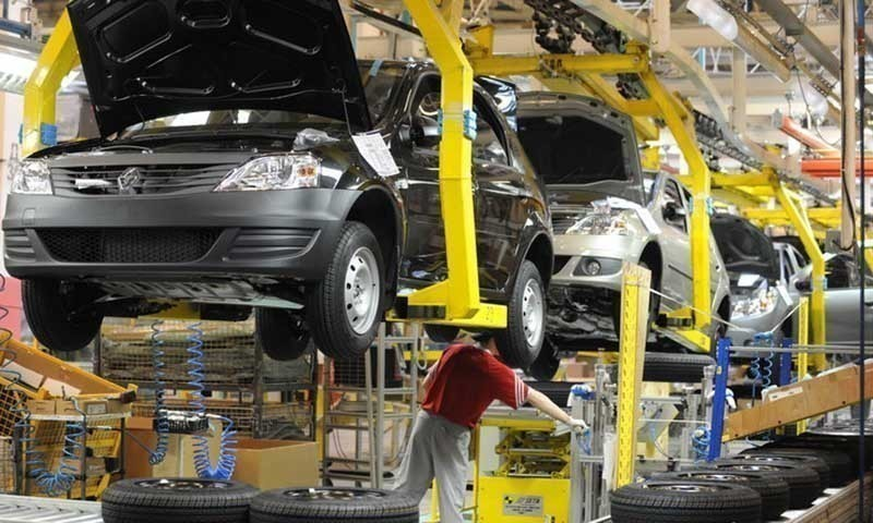 The auto sector on Monday urged the government to cut duties on raw materials and parts in the next budget. — AFP/File
