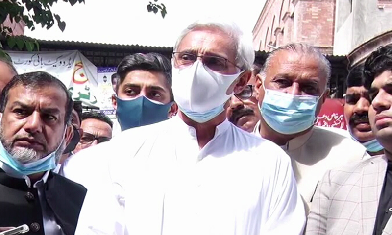 Jahangir Tareen speaks to the media outside LHC on Wednesday. – DawnNewsTV