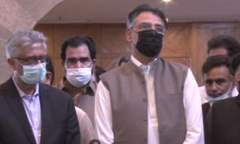 Minister for Planning and Development Asad Umar (R) and Special Assistant to the Prime Minister on Health Dr Faisal Sultan (left) speak to the media in Islamabad on Wednesday. — DawnNewsTV