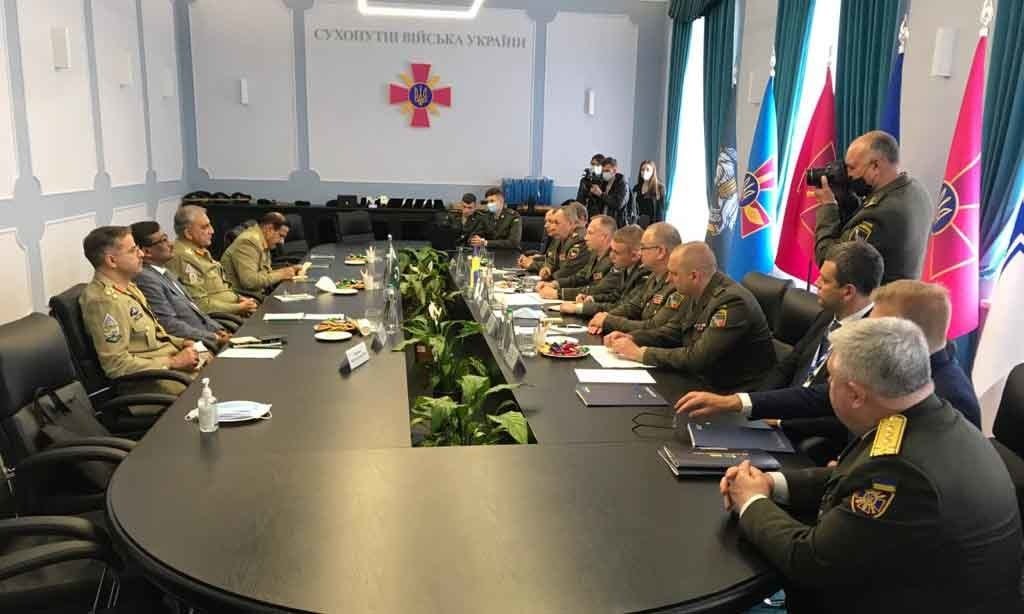 Chief of the Army Staff Gen Qamar Javed Bajwa visits Ukrainian cabinet of ministers. — Photo courtesy ISPR