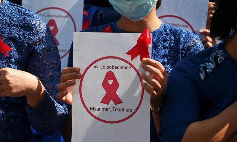 میانمار: فوجی بغاوت کی مخالفت کرنے پر سوا لاکھ سے زائد اساتذہ معطل