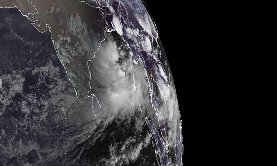 بھارت میں 10 روز کے دوران دوسرے سمندری طوفان کے باعث الرٹ جاری