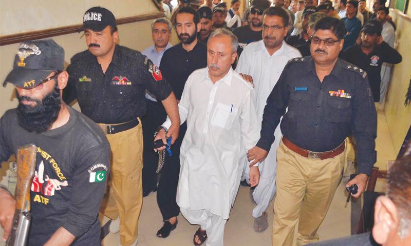 میگا کرپشن کیس: سابق سیکریٹری خزانہ کو 10 سال، سابق مشیر خزانہ کو 26 ماہ قید