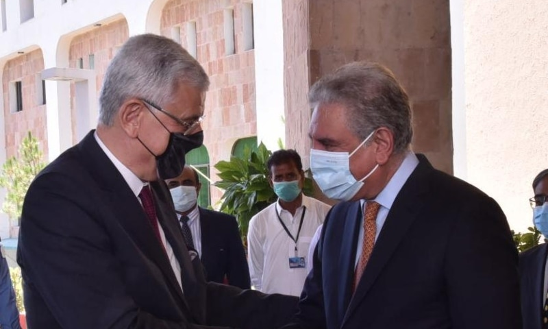 Foreign Minister Shah Mahmood Qureshi (right) welcomes United Nations General Assembly (UNGA) President Volkan Bozkir at the Foreign Office on Thursday — Photo courtesy: FO