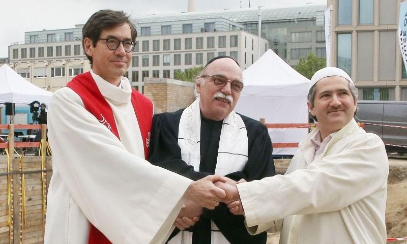 برلن میں مسلمان، عیسائیوں اور یہودیوں کے مشترکہ مرکز کا سنگ بنیاد رکھ دیا گیا