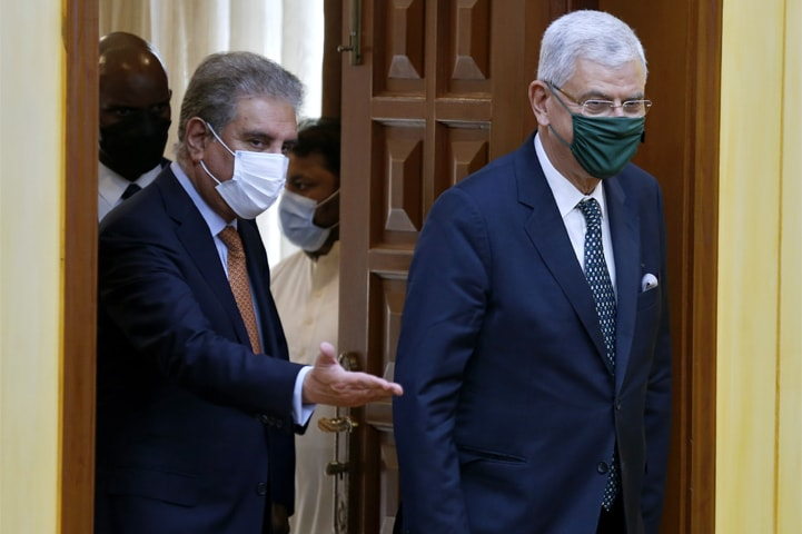 ISLAMABAD: Foreign Minister Shah Mahmood Qureshi and UN General Assembly president Volkan Bozkir arrive for a joint press conference on Thursday.—AP