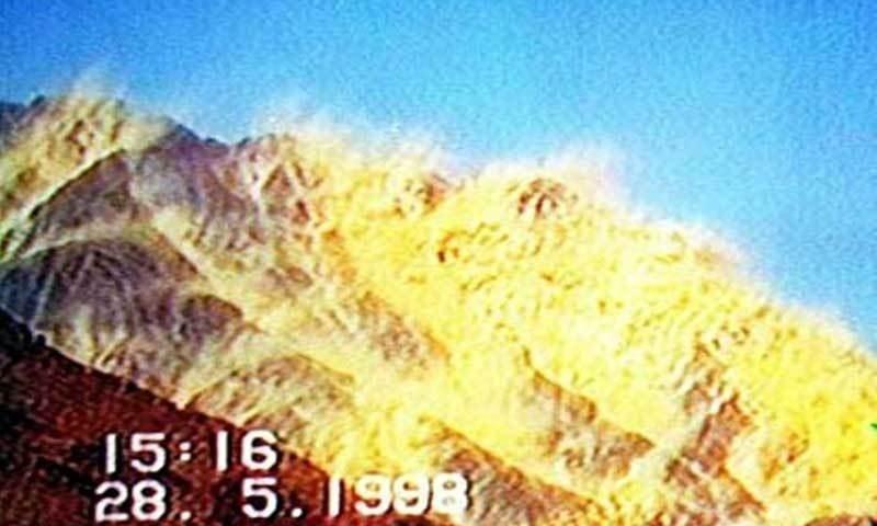 ان ایٹمی دھماکوں کے بعد پاکستان نے مسلم دنیا کی پہلی اور دنیا کی 7ویں ایٹمی طاقت بننے کا اعزاز حاصل کیا تھا — فائل فوٹو / ریڈیو پاکستان