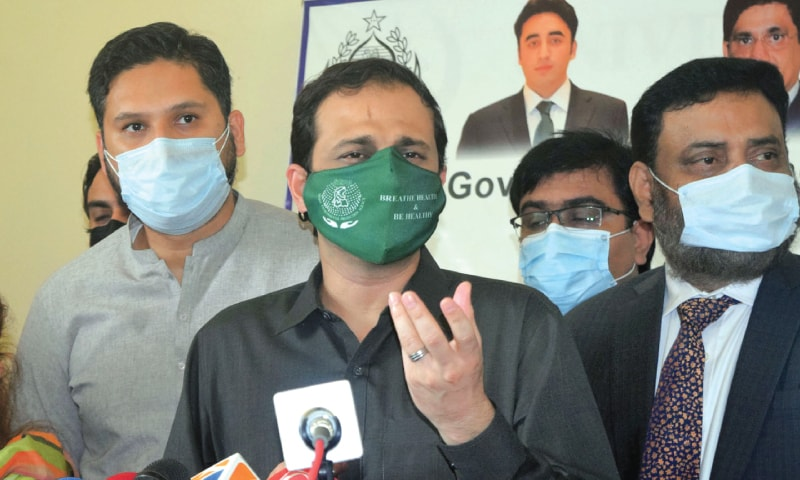MURTAZA Wahab speaks to the media at the KU vaccination centre.—Online