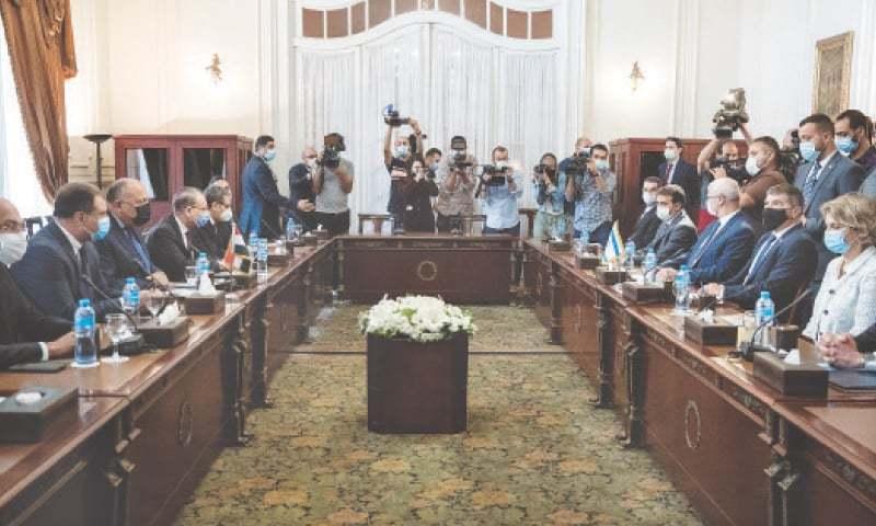 اسرائیل کے وزیر خارجہ گابی اشکینازی نے مصر میں اپنے ہم منصب سے ملاقات کی—فوٹو: اے پی