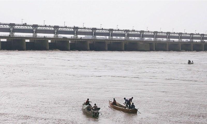 ارسا نے کہا کہ دریا کے بہاؤ کی بنیاد پر سندھ اور پنجاب کو پانی کی فراہمی میں اضافہ کیا — فائل فوٹو: اے پی پی