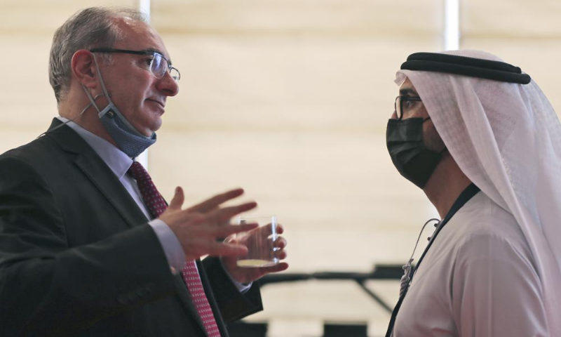 Israel's ambassador to the UAE Eitan Na'eh (L) talks with an Emirati official during the Global Investment Forum in Dubai, United Arab Emirates on Wednesday. — AP
