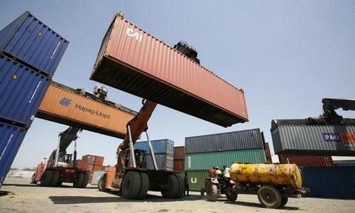 روپے کے لحاظ سے تجارتی خسارے میں سالانہ بنیادوں پر 125.2 فیصد اضافہ ہوا — فائل فوٹو: رائٹرز