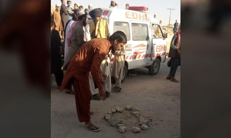 دھماکے میں دو بچے زخمی بھی ہوئے—فوٹو: ڈان