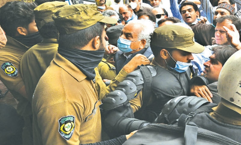 Mayor Mubashir Javaid and other representatives of local bodies scuffle with police to enter Town Hall. — White Star