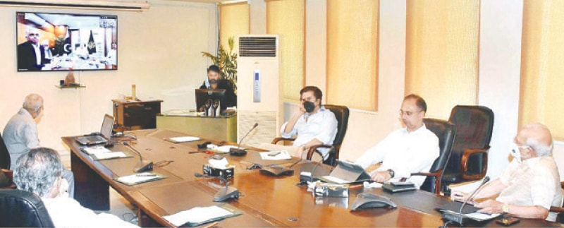 ISLAMABAD: Federal Minister for Finance and Revenue Shaukat Tarin presiding over a follow-up meeting of the Economic Advisory Council at the Finance Division on Saturday.—APP