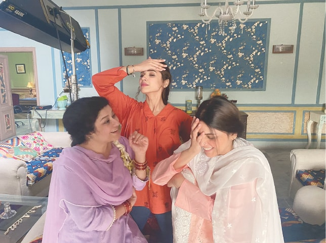 A behind-the-scenes moment from Raqeeb Se