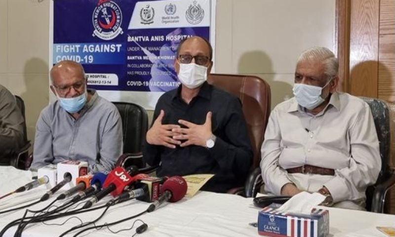Sindh Education Minister Saeed Ghani (C) speaks to media at the  Bantva Anis Hospital in Karachi. — Photo courtesy: Saeed Ghani's office