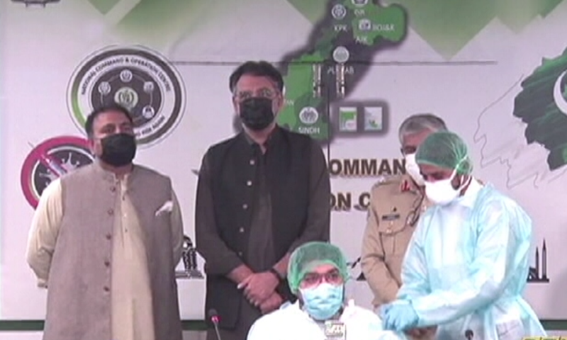 A health worker administers the 10 millionth Covid-19 vaccine dose in Pakistan. — DawnNewsTV