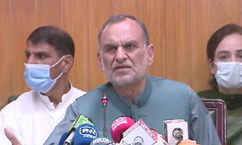 Federal Minister for Railways Azam Khan Swati addresses a press conference in Lahore. — DawnNewsTV