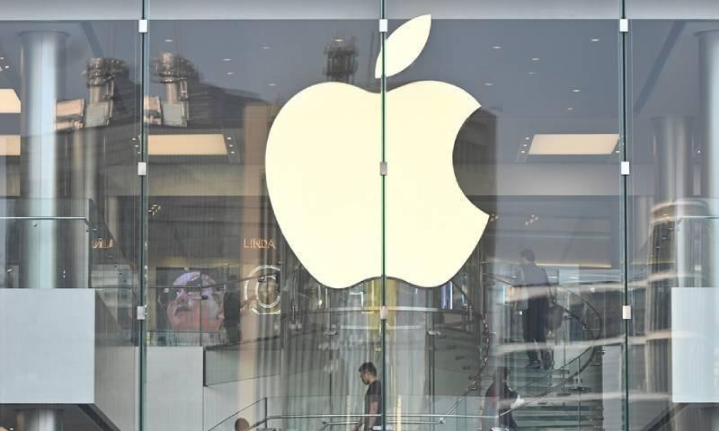 ایپل نے ستمبر سے ملازمین کو ہفتے میں 3 دن دفتر آنے کا کہا ہے —فوٹو: اے ایف یی