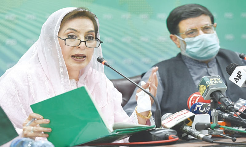ISLAMABAD: Minister for Inter-Provincial Coordination Fehmida Mirza and Minister for Privatisation Mohammadmian Soomro address a press conference on Wednesday.—Tanveer Shahzad / White Star