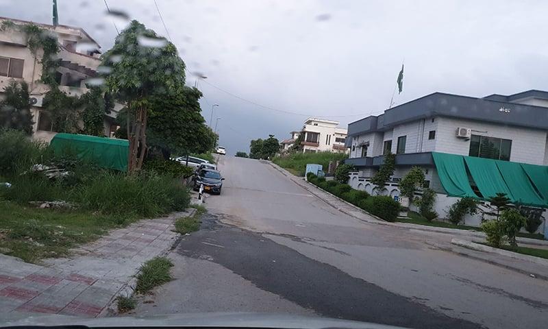 اسلام آباد میں راہ چلتے