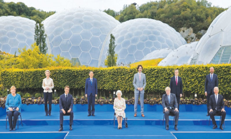 Britain's Queen Elizabeth II (C) poses for a photograph with, from left, Germany's Chancellor Angela Merkel, President of the European Commission Ursula von der Leyen, France's President Emmanuel Macron, Japan's Prime Minister Yoshihide Suga, Canada's Prime Minister Justin Trudeau, Britain's Prime Minister Boris Johnson , Italy's Prime Minister Mario Draghi, President of the European Council Charles Michel and US President Joe Biden, during an evening reception at The Eden Project in south-west England on Friday.—AFP