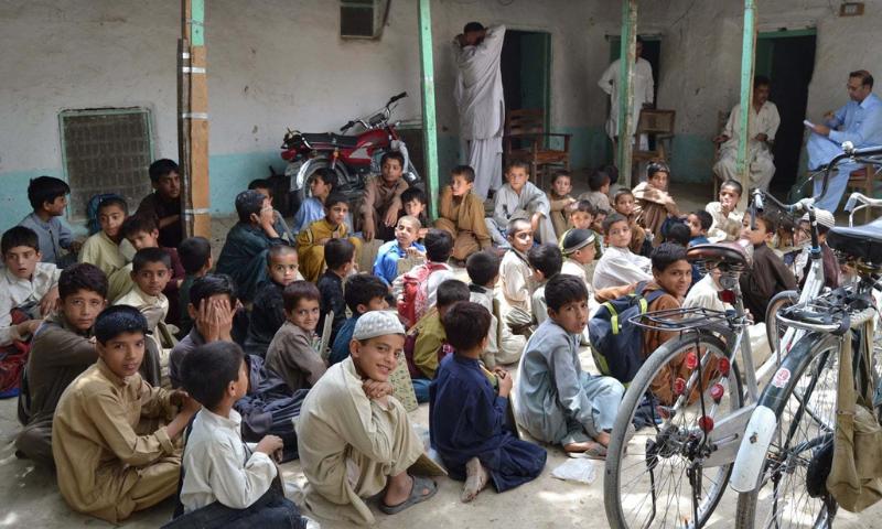 اسکولوں کو ایرانی انتظامیہ اور ایرانی اساتذہ چلا رہے تھے—فائل فوٹو: سید علی شاہ