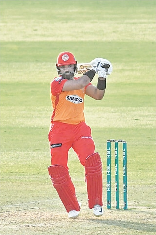 ABU DHABI: Islamabad United's saviour Asif Ali pulls during his hurricane knock of 75 against Lahore Qalandars in their HBL Pakistan Super League match at the Sheikh Zayed Stadium on Sunday. —Courtesy PCB