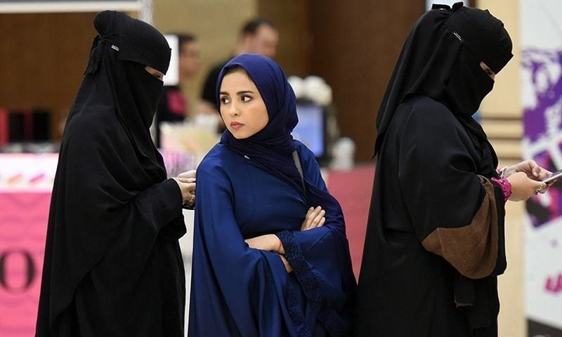 وزارت حج و عمرہ نے کہا ہے کہ خواتین کو حج درخواستوں کے لیے مرد سرپرست کی ضرورت نہیں— فائل فوٹو: اے ایف پی