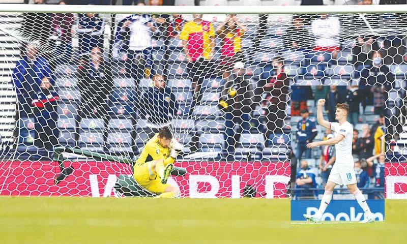GLASGOW: Scotland goalkeeper David Marshall falls into the net as he fails to block a long-range effort from Czech Republic's Patrik Schick during the Euro 2020 Group 'D' match at Hampden Park on Monday. (Inset) Patrik Schick celebrates after scoring the second goal.—AP/AFP