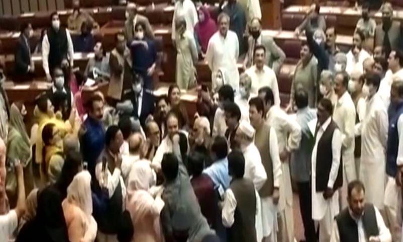 غیرپارلیمانی رویہ: پی ٹی آئی کے 3 رہنماؤں سمیت 7 اراکین پر قومی اسمبلی میں داخلے پر پابندی