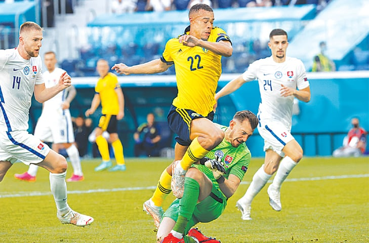 ST PETERSBURG: Sweden's Robin Quaison is fouled by Slovakia goalkeeper Martin Dubravka to concede a penalty during their Euro 2020 Group 'E' at the St Petersburg Stadium on Friday.—AP