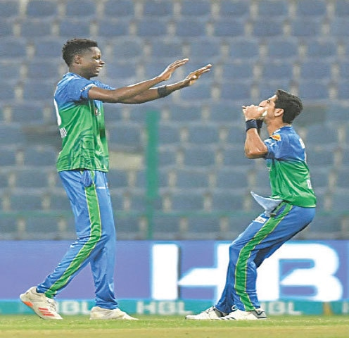 ABU DHABI: Multan Sultans' bowling hero Shahnawaz Dhani celebrates with fellow pace bowler Blessing Muzarabani after taking a Lahore Qalandars' wicket during the HBL Pakistan Super League match at the Sheikh Zayed Stadium on Friday night. — Courtesy PCB