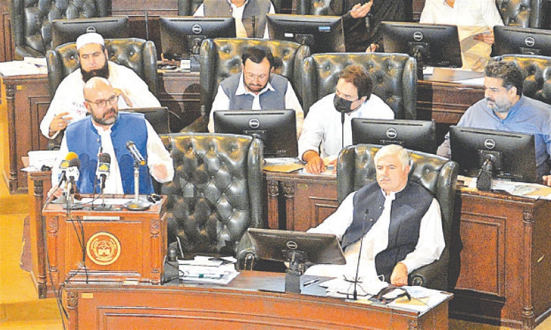 PESHAWAR: Khyber Pakhtunkhwa Finance Minister Taimur Saleem Jhagra presents  the budget for fiscal year 2021-22 during the assembly session on Friday.  — Shahbaz Butt / White Star