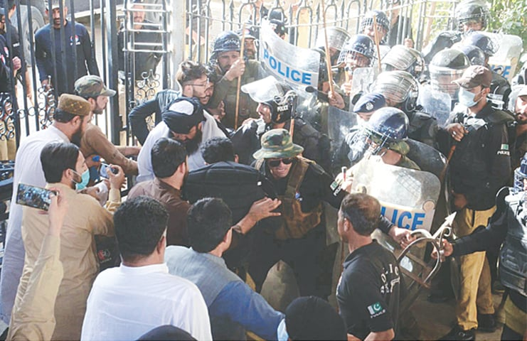 QUETTA: Police trying to disperse the opposition MPAs and their supporters who had gathered on the premises of the Balochistan Assembly on Friday to prevent the treasury members from entering the house. — PPI