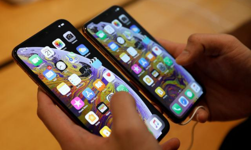 The import of mobile phones increased by 63.40pc to $1.860bn in 11MFY21 as  against $1.138bn over the last year. — Reuters/File