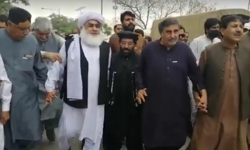 Opposition members of Balochistan Assembly (MPAs) arrive at the Bijli Road police station on Monday. — Screengrab