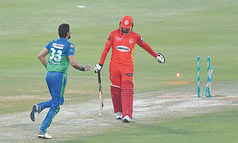 ABU DHABI: Islamabad United's opener Colin Munro walks off after being bowled by Multan Sultans' pacer Sohail Tanvir during their HBL PSL 6 qualifier at the Sheikh Zayed Stadium on Monday.—courtesy PCB
