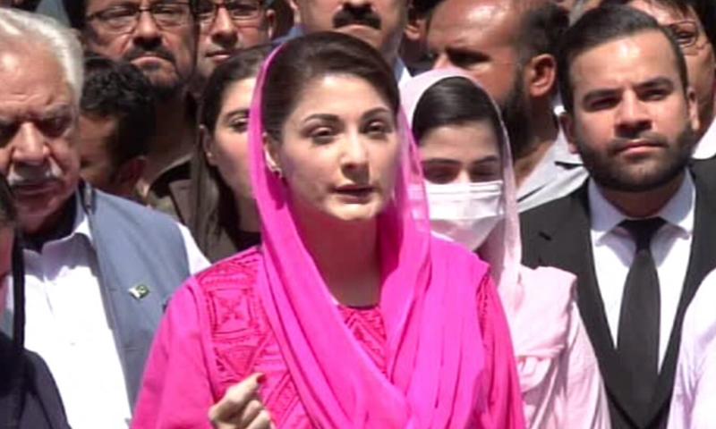مسلم لیگ (ن) کی نائب صدر مریم نواز اسلام آباد میں میڈیا سے گفتگو کر رہی ہیں - فوٹو:ڈان نیوز