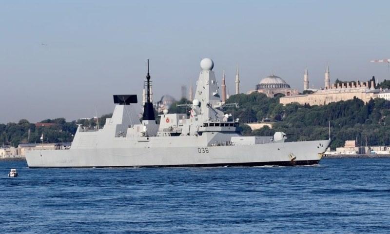 بحیرہ اسود میں روس کی برطانوی جہاز کے راستے پر انتباہی بمباری