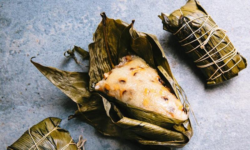 ڈریگن بوٹ فیسٹول کا خصوصی کھانا ایک خاص قسم کی مٹھائی ہے جسے زونگ زی کہا جاتا ہے